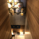 新潟地酒専門店 もんず - 地下のお店へのアプローチ