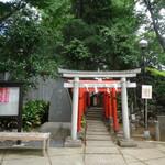 HATONOMORI - 鳩森八幡神社:甲賀稲荷社