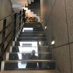 Ken's珈琲店 - 急な階段ですが、エレベーターもあります