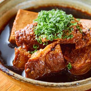 看板メニューの【肉豆腐】を始め、様々なお料理をテイクアウト!