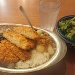 もつ千 - カレー(ご飯小盛り)+チキンカツ+ほうれん草+サラダ 800円