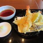 手打ちそば 竹之内 - 「天ぷら盛り合わせ」