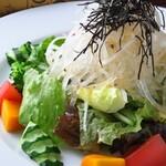 イナロ食堂 - チリメンジャコ大根サラダ