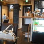 カフェ イ・ルンガ - 店内