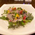 セラ・アンフィニィ - 真鯛はカルパッチョをハーフサイズで貰い、飲み物はノイリープラット炭酸割に