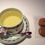 ヴァリノール - ハーブティと小菓子