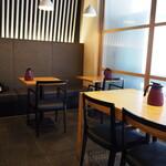 鯛担麺専門店 抱きしめ鯛 - 店内(テーブル席)