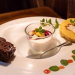アンリロ - 2020.6 スペシャルデザート(ガトーショコラ、生クリームのパンナコッタ、ロールケーキ)