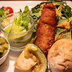 アンリロ - 料理写真:2020.6 サラダ&パンプレート(1,320円)