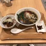 T's たんたん - 黒ゴマたんたん麺 +150円で麻婆ナス丼付き