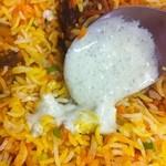 インド・パキスタン料理 ホット・スプーン - チキンビリヤニDX+ライタ(ビッグダディ作)