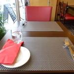 13168288 - 【H24.5.27】お品の良いテーブル。