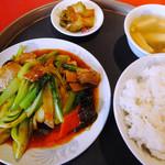 翠園楼 - 青梗菜と肉・イカ炒めのランチ
