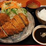 お食事処・お酒処 やまおか - 国産豚のトンカツセット 1380円