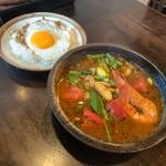 131683089 - 海老と夏野菜のエスニック炒めとガパオライスのスープカレー ¥1,370                       (シーズンカレーメニュー 2020年6月)                       辛さLevel2                                              ライス小(白米) ¥93