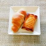ペロリ - 料理写真:塩パンとレアチーズパイ♡