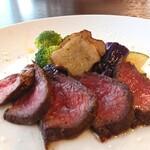 カーラ・カーラ - ⑤赤牛ロース肉と焼き野菜