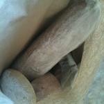 タルマーリー - ご購入のパンは紙袋に入れてくれます。