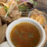 大仏cafe - 野菜たっぷりのコンソメスープとマカロニサラダ