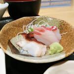 魚屋の居酒屋 魚錠 - 刺身(鯛と蛸)