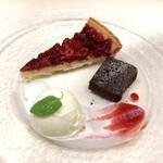131700957 - 本日のデザート                         フランボワーズのタルト、ガトーショコラ、アイス