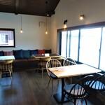 INE CAFE - 2階