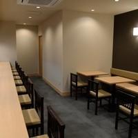 穂々恵み - カウンター 9席 テーブル10席の喫煙席