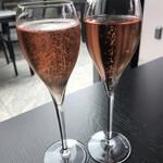 THE COSMOPOLITAN  - スパークリングワインロゼで乾杯☆