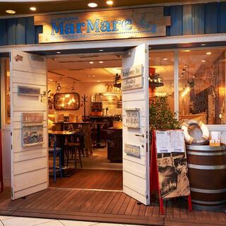 換気抜群!吹き抜けにある店舗入口開放中♪地中海料理のお店