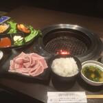 131747635 - サムギョプサル定食¥1380。