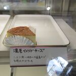 パティスリー シエム - 料理写真:ケースの濃厚ベイクドチーズ