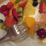 131752352 - フルーツはマンゴー他、どれも美味しい