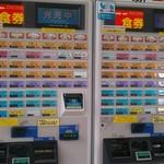 グルめん 名古屋駅14•15番上りホーム - 2台ある自動券売機