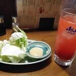 すみやき家 串陣 - お通し390円とトマトサワー390円がハッピーアワーで39円