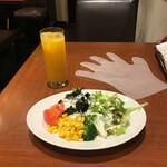 銀座ZION - サラダバーに行くときは手袋着用