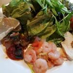 ガーデンレストラン オールデイ ダイニング - サラダと、前菜。鳥とリンゴのマリネが美味しかった