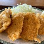 魚屋の磯料理 まるとし - 名物!黄金あじフライ(^^