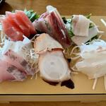 魚屋の磯料理 まるとし - お造り(^^
