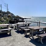 魚屋の磯料理 まるとし - 駐車場前の休憩所(^^