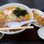 麺屋 虎之助 - 料理写真:季節限定冷たい肉中華(太麺・大盛)+ギョウザ