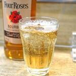 餃子荘 ムロ - Four Roses のハイボール