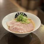 131807884 - 鶏とんこつらーめん醤油(並) 780円