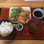 三喰撰酒 三重人 - 2020年6月時点 平日ランチのみ 南伊勢アジフライ定食(食べ放題)¥1.100