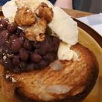 アキカフェ - 広島県産米粉パンにホイップバター北海道産無農薬自家製あんこバター+無添加バニラアイス