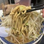 らーめん凌駕 - 麺リフトゴワゴワ