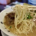 博多長浜らーめん いっき - 小麦感のある正統派細麺