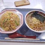 ぎょうざ屋 大盛軒 - 料理写真:チャーハン・半ラーメンセット(860円)