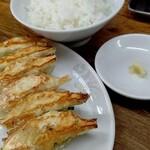 来々軒 - 餃子400円+ライス150円