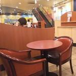 カフェ・ベローチェ - 店内の雰囲気
