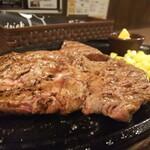 すてーき亭 - トップステーキ 300㌘。ケッコーなボリュームとワシワシ食べるタイプの、肉らしいお肉。
